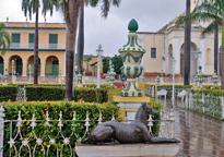 [Plaza Mayor in the Rain]