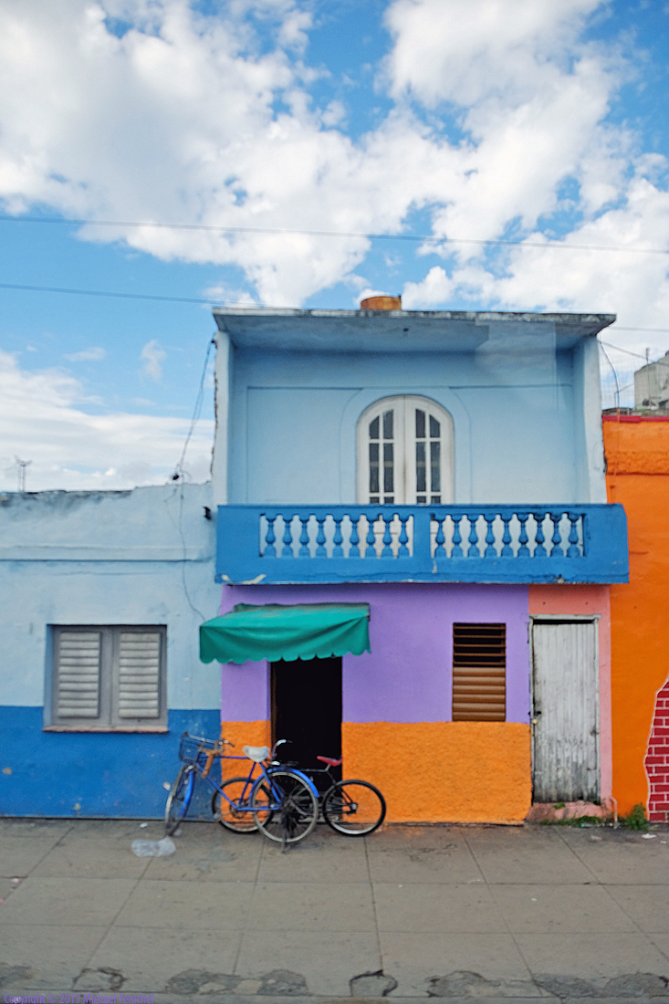 [Colorful home and bicyles - Santa Clara]