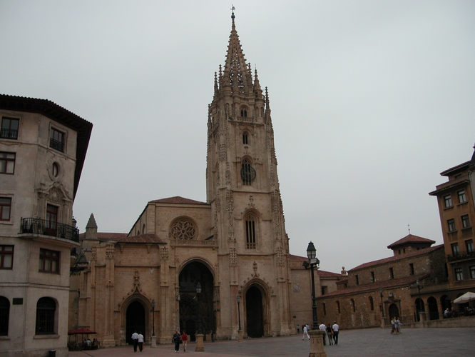 [Catedral Oviedo and Square]