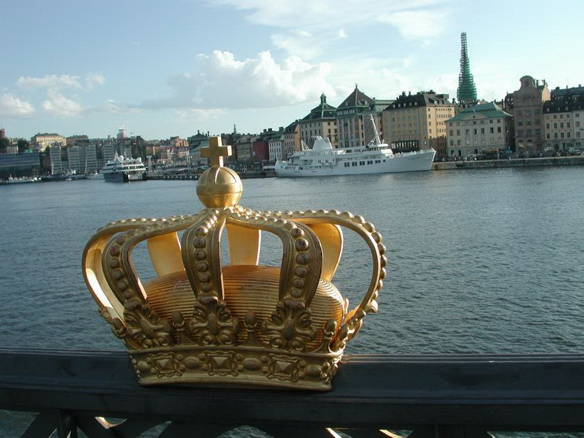 [Royal Swedish Crown - on bridge]